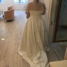 標準プランのドレスの後ろ姿です。