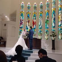 祭壇は高くなっており、よく見えました
