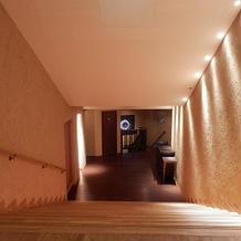 式場前の階段