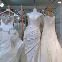 三種類のドレス