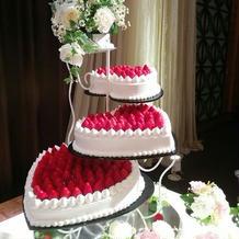 苺のウエディングケーキ全体