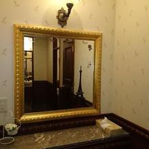 レストルームの鏡が大きいのもポイント