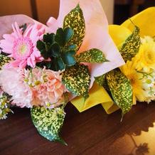 子ども達からの花束贈呈花