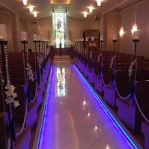 ライトにより変わる教会 青
