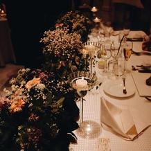 メインテーブルの装花もイメージ通り。