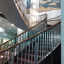 会場内中央の階段