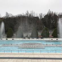 噴水が音楽に合わせて吹き上がりました。