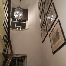 控え室につながる階段