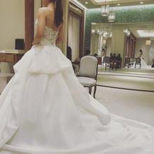 モニークルイリエのドレスです
