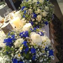 理想以上の可愛さ!メインテーブル造花