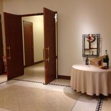 披露宴会場待合室右側の雰囲気