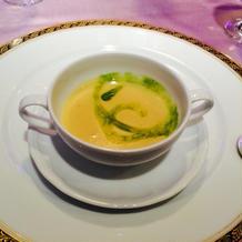 ピスタチオソースのスープ
