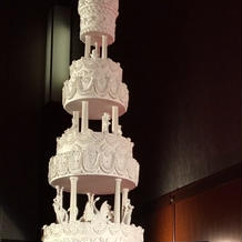 2メートルはありそうなウェディングケーキ