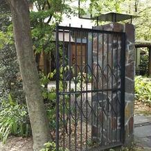 ゲストは、こちらの門から入ります。