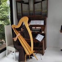 パイプオルガンとハープの生演奏。