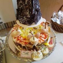 タワー型のケーキもいいですね