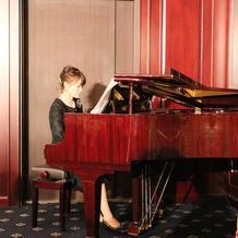 姉のピアノ演奏