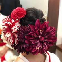 後ろの赤の花をときわさんから借りました