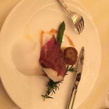 泡のソースでお肉の雰囲気が変わった