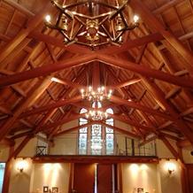 吉野杉で作られた天井の骨組み