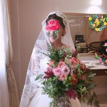 挙式時はマリアベールで。