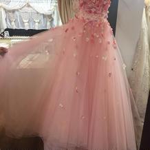 お花いっぱいのピンクのドレス。