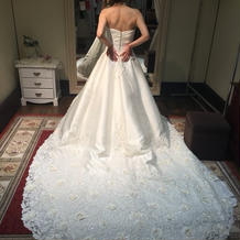 2wayの白ドレス。挙式と披露宴で変化。