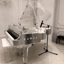 珍しいKAWAIのクリスタルピアノ