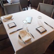 落ち着いた雰囲気のテーブル&椅子