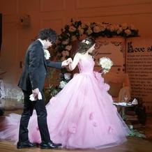 大人も着られるピンクドレス