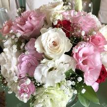 感謝や友情の意味を込めた花を飾りました