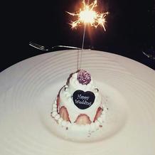 フェアの試食にて。 花火付きのケーキ