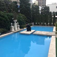 ガーデン側にはプールがあります