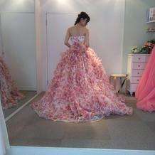 柄ものや和装ドレスもあります!