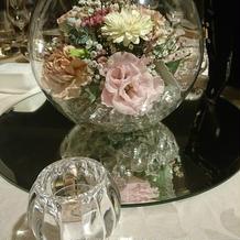 卓上のお花がビン入りで珍しい