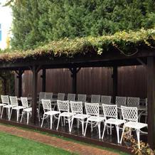 ガーデン挙式で使う椅子。