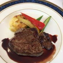 メインの牛フィレ肉ステーキ