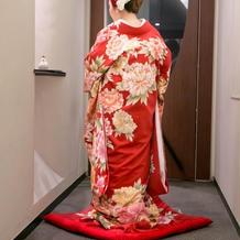 真っ赤でお花が綺麗なお着物でした。