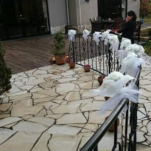 外階段のスロープ飾りつけ