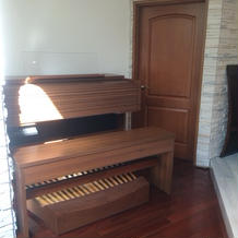 チャペルでピアノの演出