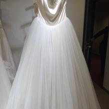 チュールたっぷりのシンプルなドレス