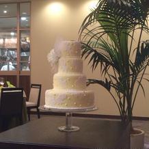ウェディングケーキのテーブル