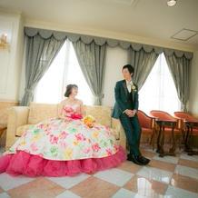 ボリュームがあるドレスでお姫様気分。