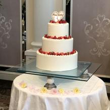 王道のイチゴのウェディングケーキ