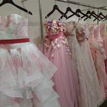 有名ブランド多数のカラードレス