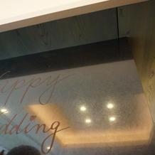 壁にメッセージが書けます。