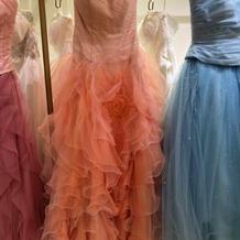 鮮やかな品のあるドレスです。