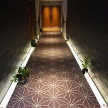 待合室に続く廊下です。