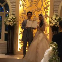 人前のため結婚証明書を参列者に掲げました
