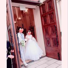 大きなドアも写真映えします。